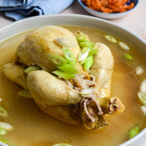 https://k-foodfan.com/wp-content/uploads/2021/07/samgyetang.png